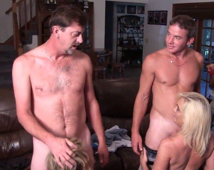 Hermanos hacen una orgía familiar con sus padres