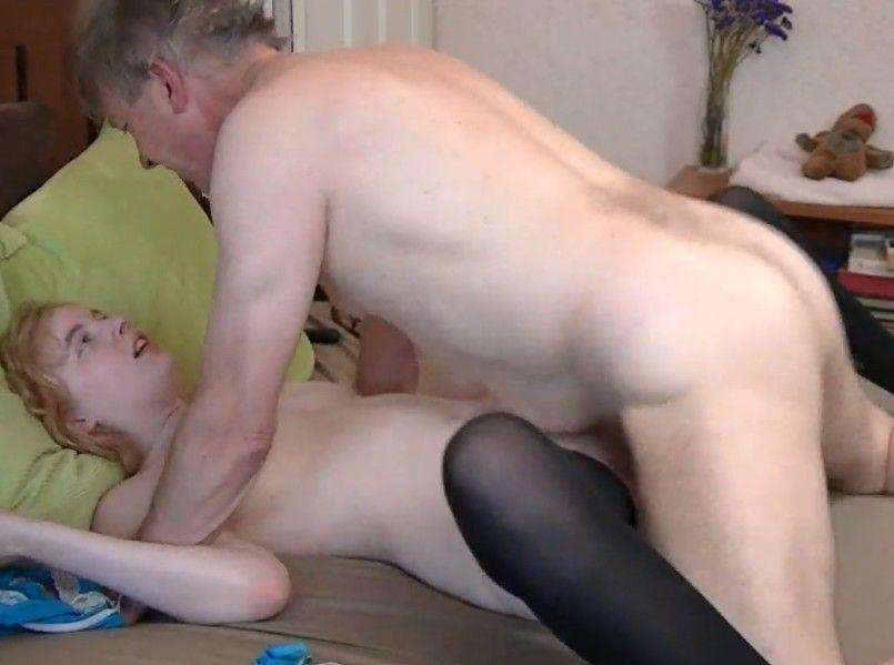 Señor mayor desvirga a la hija virgen de sus vecinos
